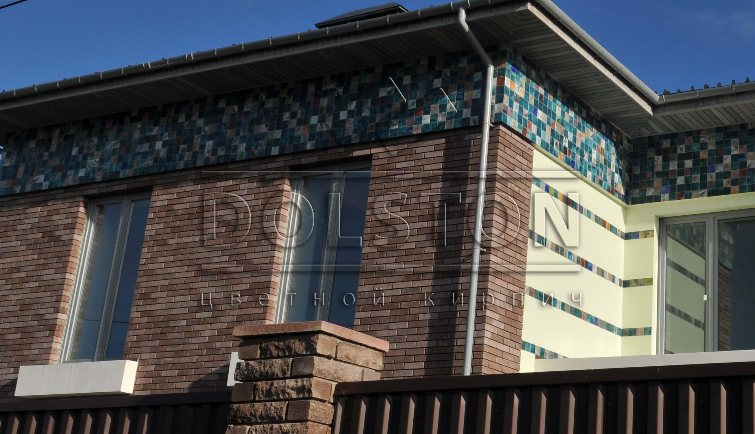 Фасад дома из коричневого кирпича - фото № 5698