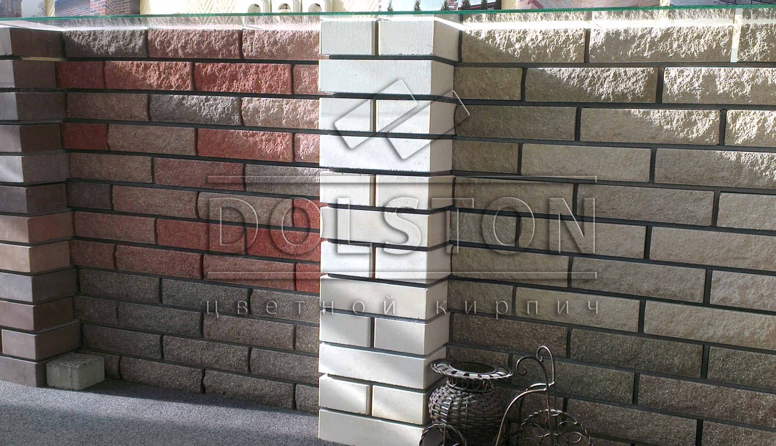 Пример белого кирпича на выставке продукции завода - фото № 59478