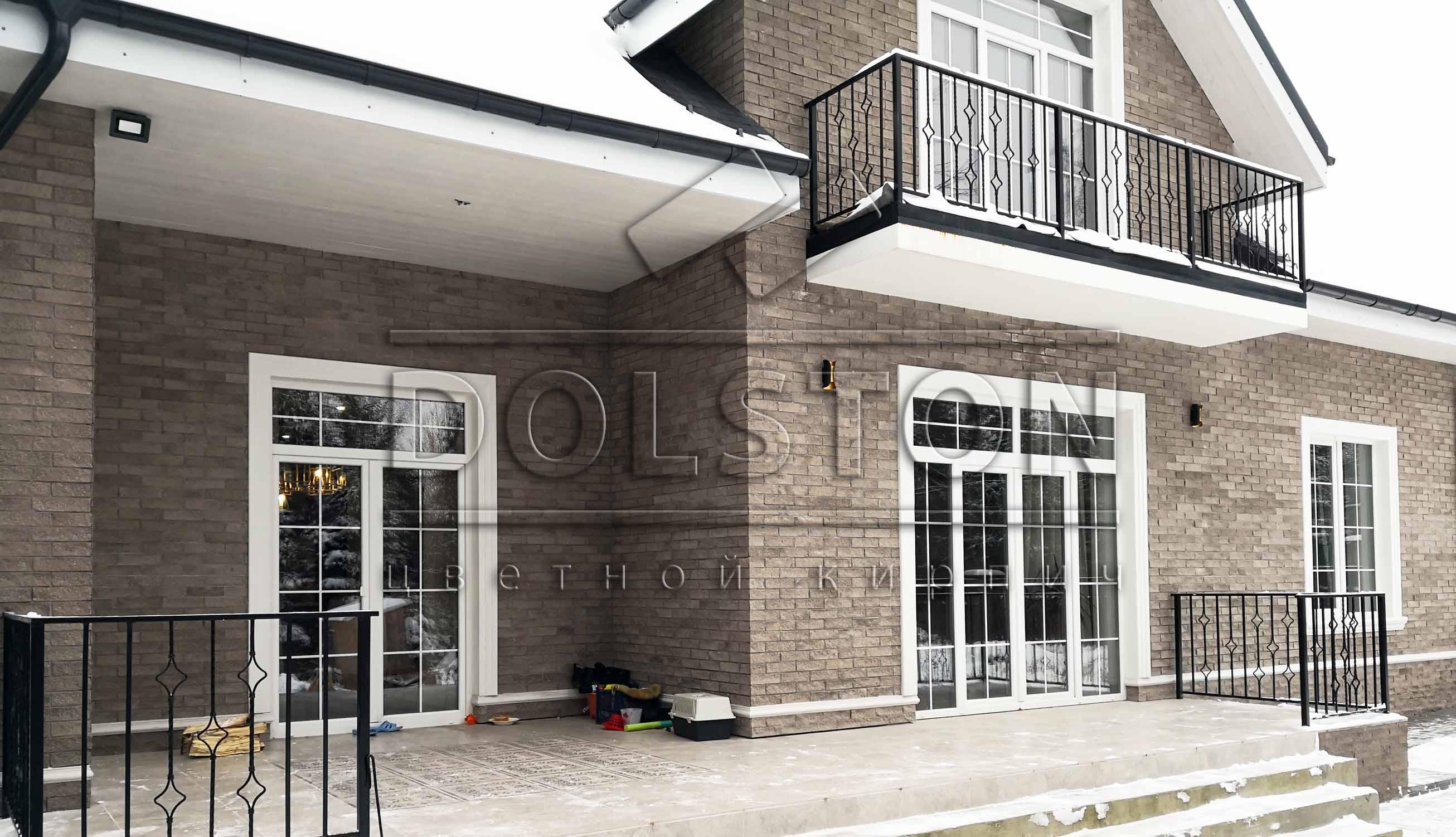 Дом из фасадной коричневой клинкерной плитики